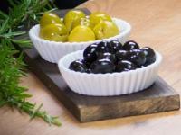 В грядущие новогодние праздники поставь оливки на праздничный стол