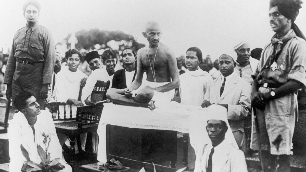 Los principios de Gandhi también valen contra los monstruos de hoy