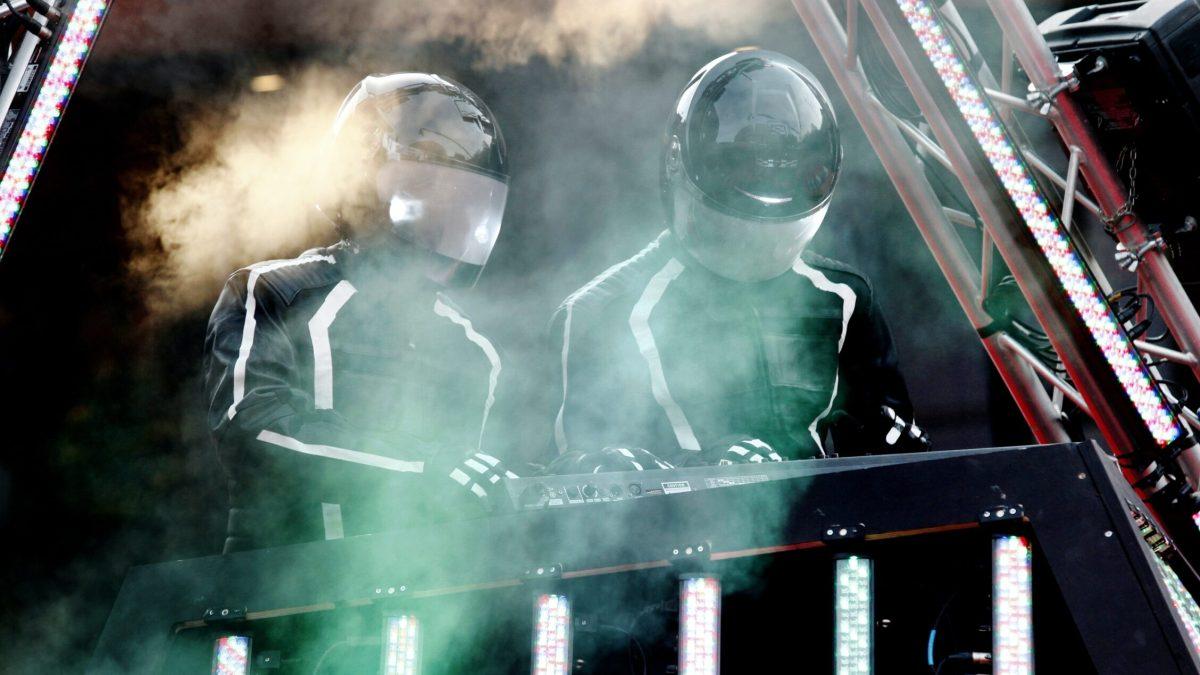 Daft Punk: cómo dos genios disfrazados de robots conquistaron el mundo de la música