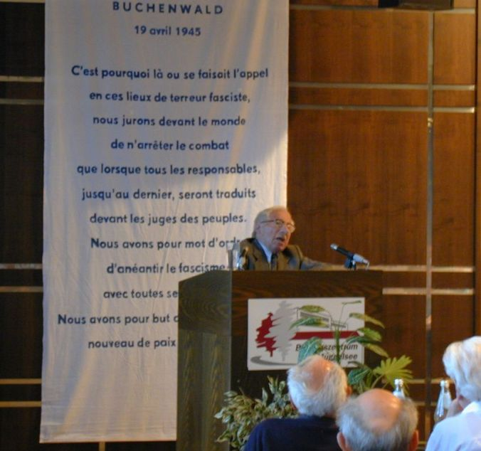 Adolphe Low speaking at the ANACR congress in Strasbourg, October 2002