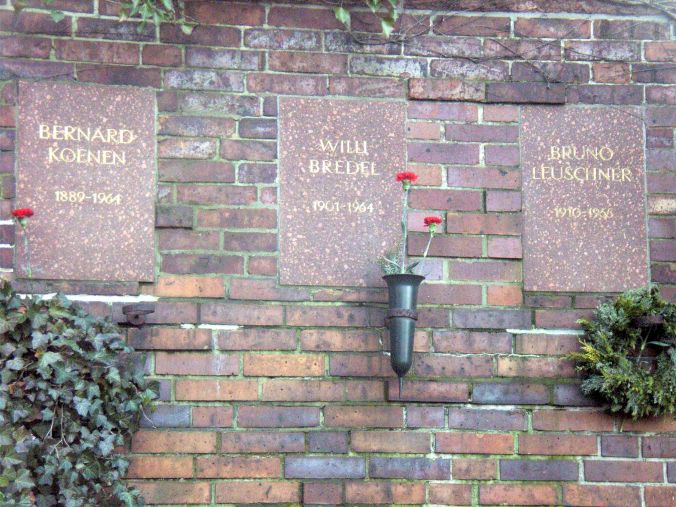 Plaque for Willi Bredel at the memorial for the socialists at the central cemetery in Friedrichsfelde in Berlin-Lichtenberg. Photo Rene Senenko
