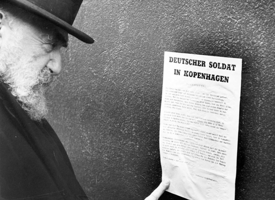 Deutsche Nachrichten; call to German soldiers, pasted on a wall in Copenhagen. Photo: The Museum of Danish Resistance