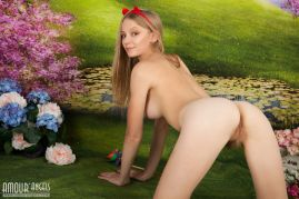 Spankable Snow White - Naked on all fours