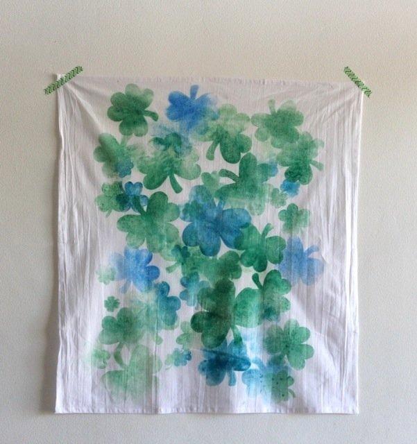 Make a shamrock tea towel at sparklepantsgirl.com