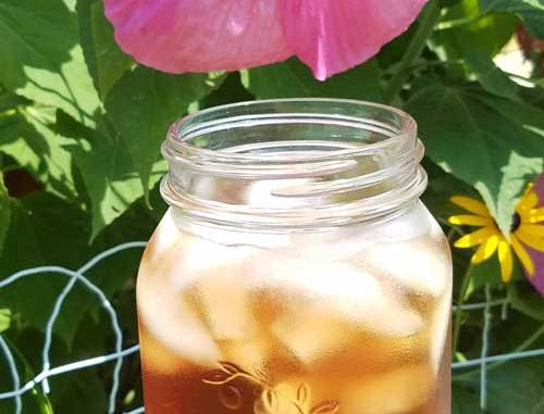 Fresh Hibiscus Tea tastes amazing, is good for you. It is said to be good to lower blood pressure, lower cholesterol and to strengthen the immune system...and it is super simple to make!