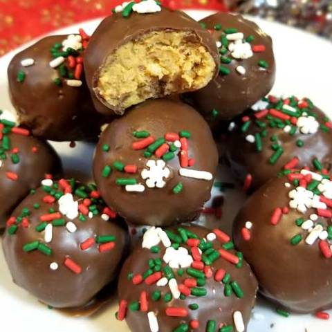 These Chocolate Peanut Butter Crispy Balls are absolutely delicious! They're so good, they are practically irresistible. The crispy texture is a wonderful addition that really compliments and enhances the peanut butter flavor.