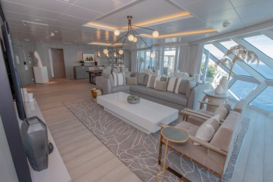 low_1543336262_Iconic-Suite-Living-Room