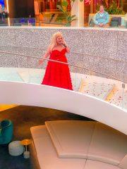 Scarlet Lady - Entertainment