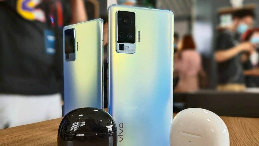 Vivo X50 Pro And Vivo TWS Neo Live Photos