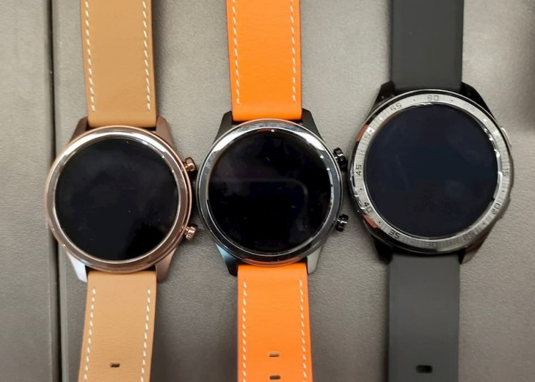 New Vivo Watch live photos: round dial and steel body