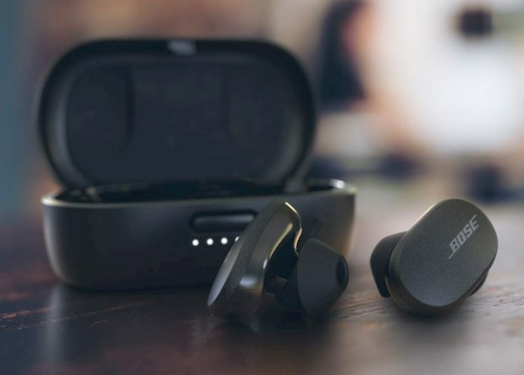Bose Quiet Comfort Earbuds and Sports Earbuds Comparison
