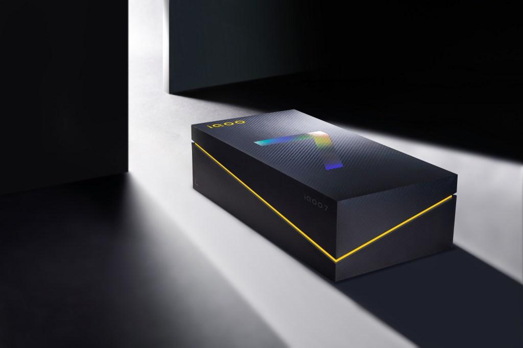 iQOO 7 packaging box