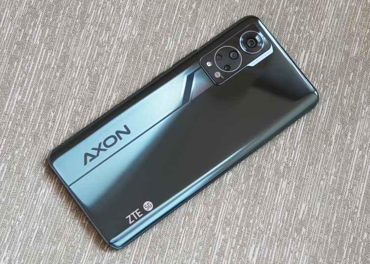 ZTE Axon30 Review