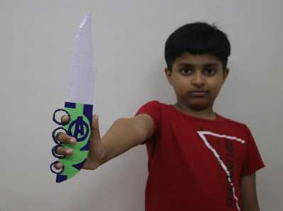 knuckle knife with paper