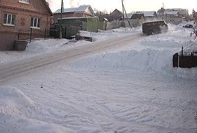 Neues aus Russland: Verrückte Unfälle auf extrem glatter Straße