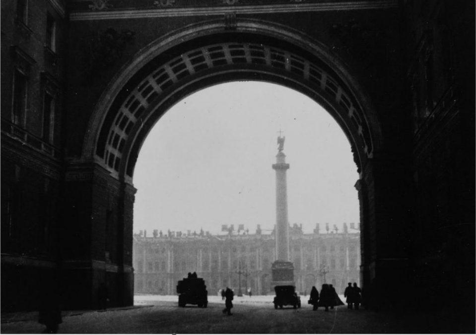 Вид на Дворцовую площадь (1930-е)