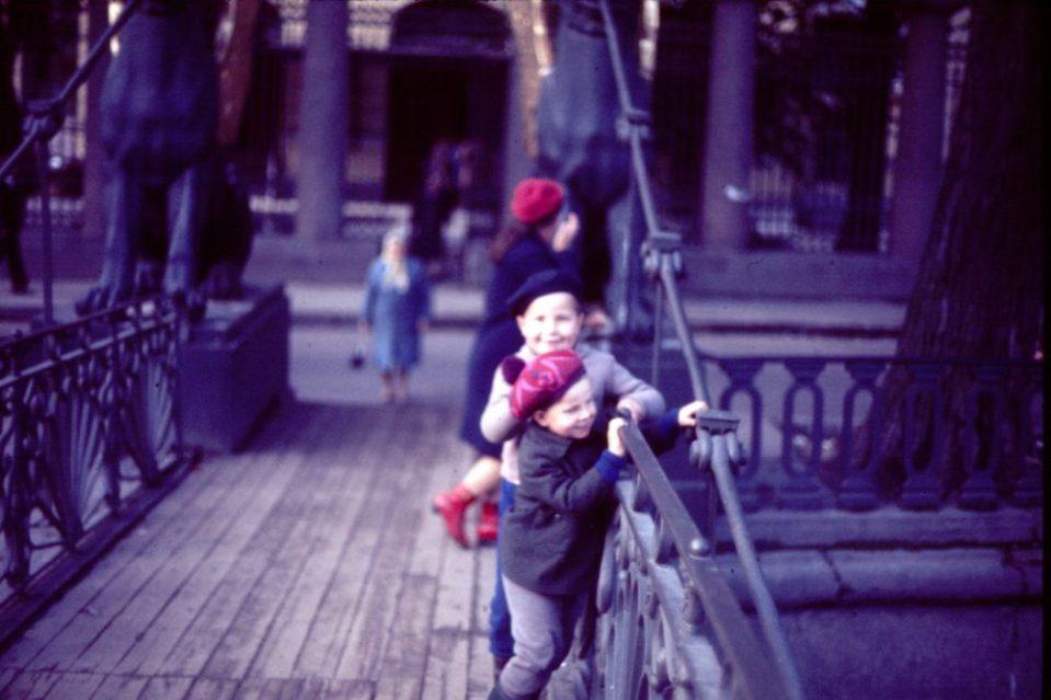 Дети на Египетском мосту