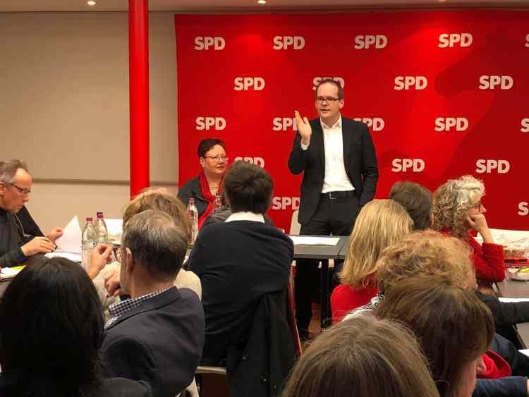 Bildungsminister Tonne spricht über Gebühren- und Beitragsfreiheit.