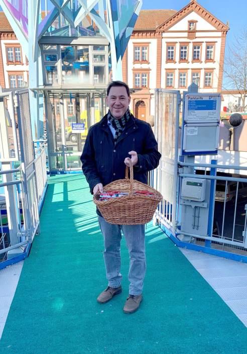 Alexander Fuhr vor Ort (auf dem Markt)