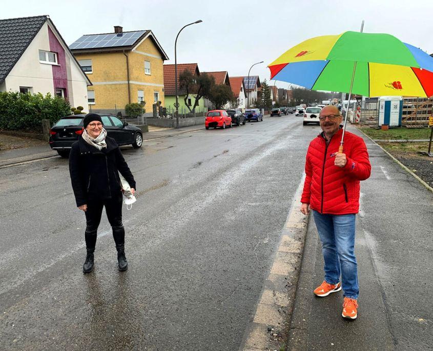 Alexander Fuhr vor Ort (mit Uschi Riehmer und Roland Küster)