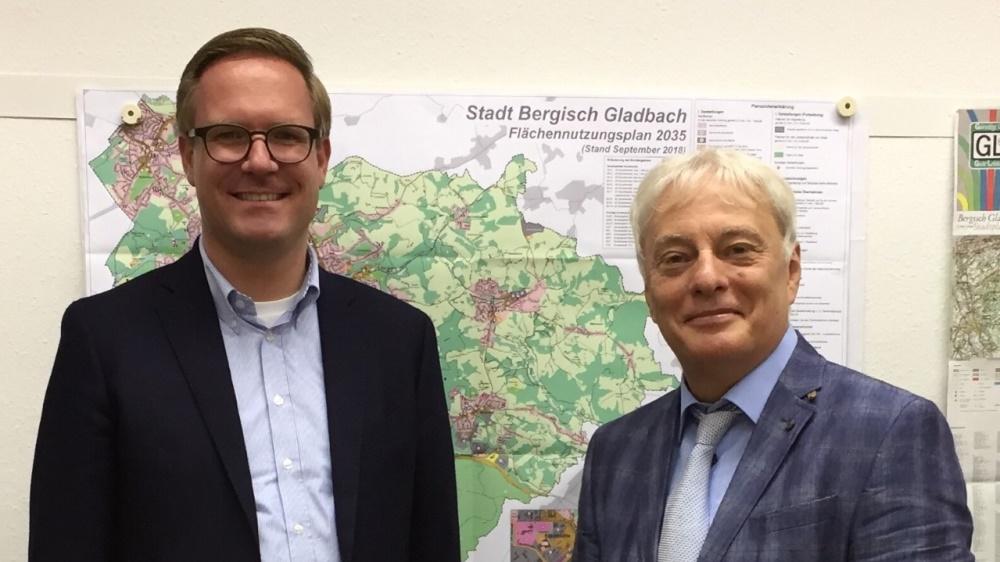 Klaus W. Waldschmidt (rechts) und Dr. Michael Metten (links)