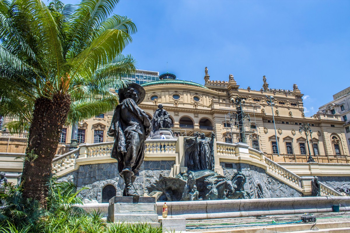Fonte dos Desejos e Monumentos da Praça Ramos de Azevedo estão restaurados