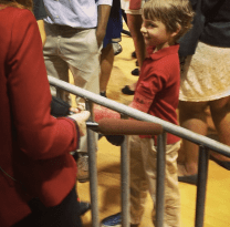 This boy is showing off where Obama signed his cast.