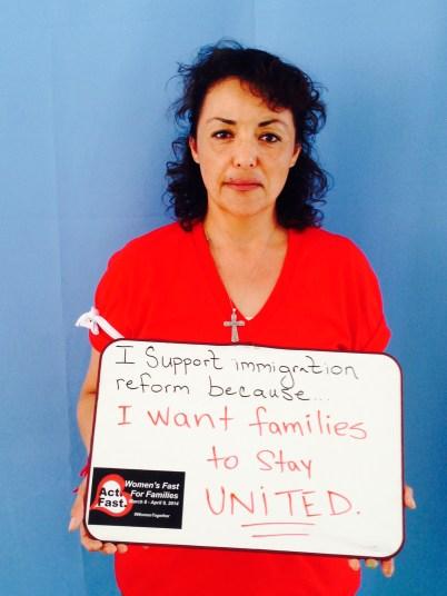"""María G. Delgado, Encuentro NM. """"Estoy ayunando porque quiero que las familias se mantengan UNIDAS."""""""