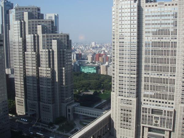 Från hotellrummet på 37 våningen. Tokyo stadshus till höger.
