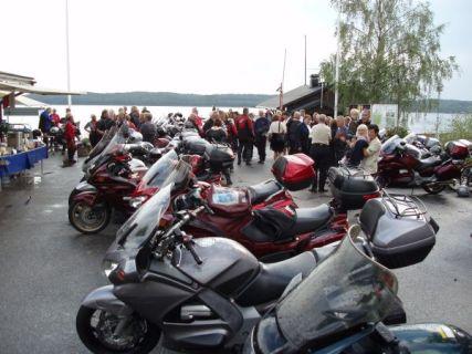 Samlingsplats var vid kafé Våfflan vid hamnen i Sigtuna.