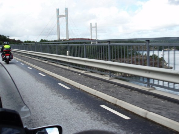 Tjörnbron framför styret.