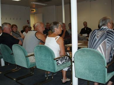 Deltagarna lyssnar nyfiket på Björns genomgång.
