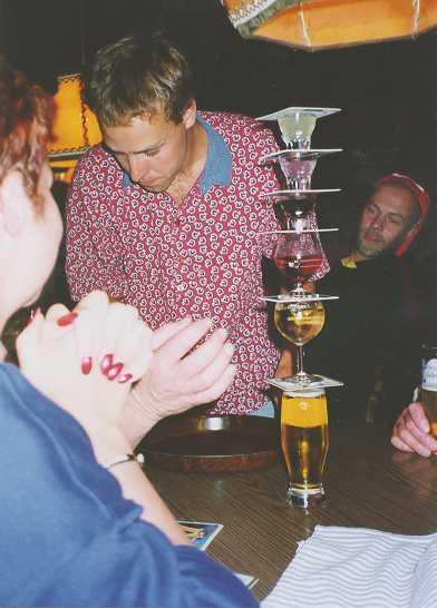Kvällsnöjet, Pyramiden i baren