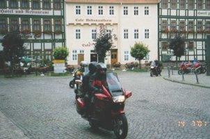 Här lämnar några Svenska Pannor torget i Stolberg. En liten vacker stad dit det kommer många MC-åkare. Bilden insänd av Olle Anselius