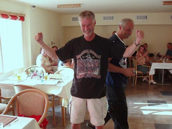 Rolf blev förärad med en HD-tröja efter att ha tagit hjälp av en HD att hitta till hotellet.