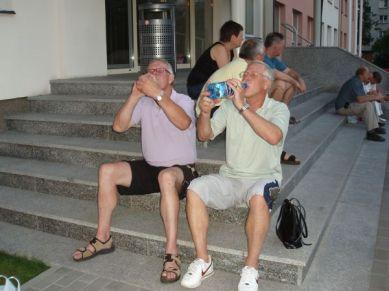 Olle dricker ikapp med Olle.