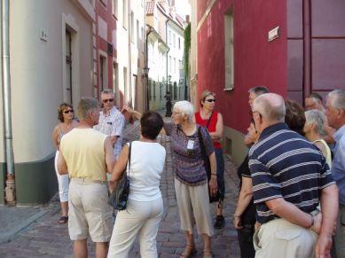 Utan rast som den andra gruppen fick guidade den charmerande damen oss runt på övertid.
