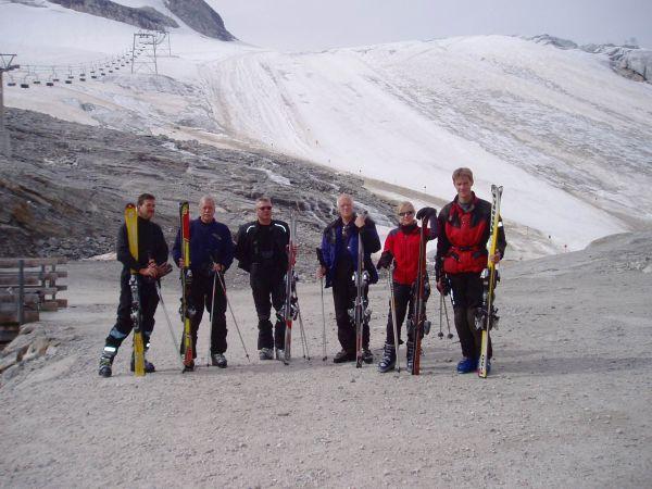 Efter två kabiner kom man upp till den nedersta nerfarten från glaciären.