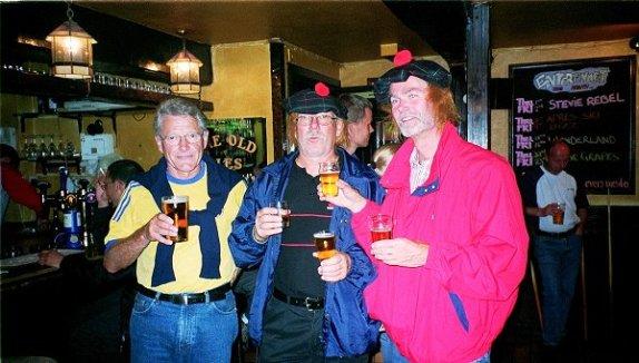 En pubvända i Fort Williams med Conny, Mac Sven och Mac Rolf.