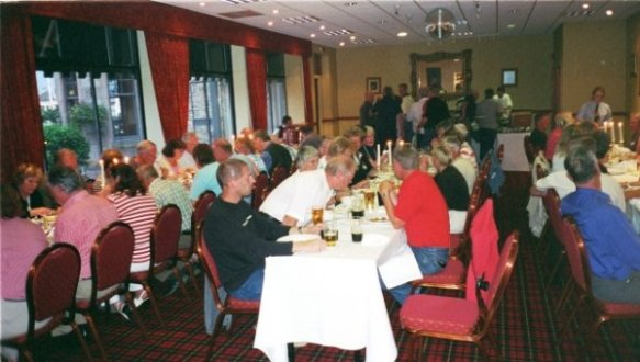 Gemensam middag på hotell Cairngorm.