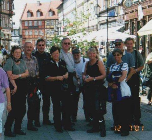 En del av gänget på stadsvandring i Wernigerode. Bilden insänd av Olle Anselius