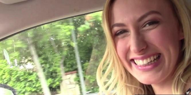 Alexa Grace suce pour remercier un chauffeur