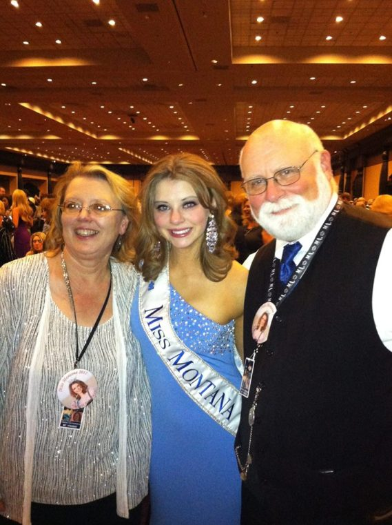 Alexis Wineman with her parents