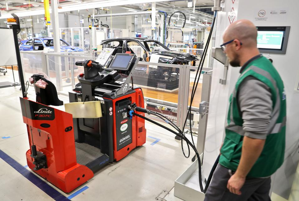 BMW relies on hydrogen drive for plant logistics
