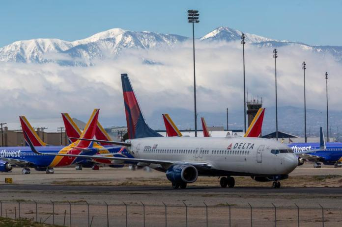Airlines Park Planes in Southern California due to coronavirus downturn