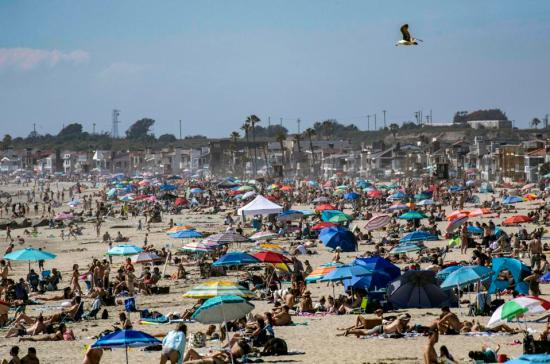 California Closes Orange County Beaches After Photos Of Packed ...