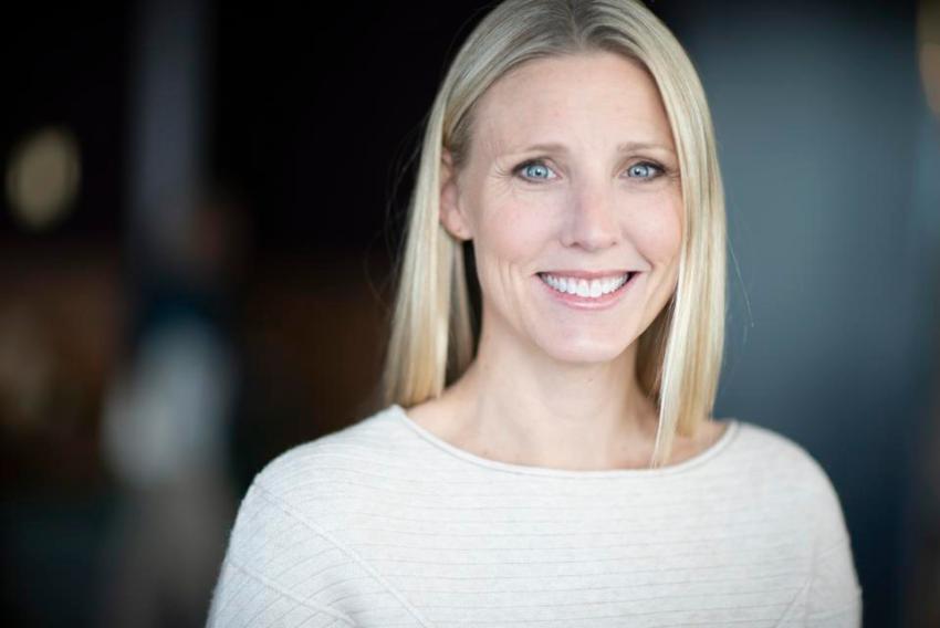 Headshot of Julie Cordua