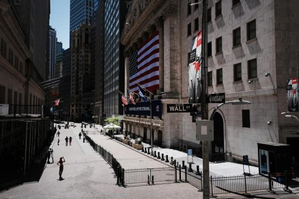Blockchain: NY Stock Exchange Re-opens To Limited Amount Of Traders