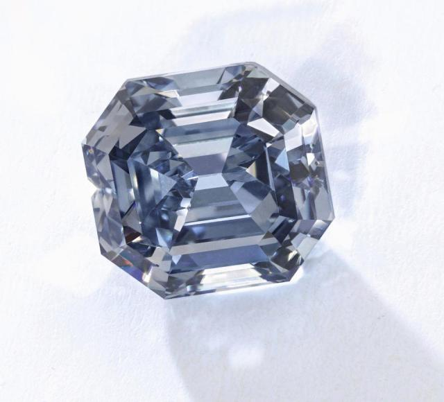 3.01-carat fancy vivid blue diamond with an estimate of $4.3 – $6.3 million did not sell