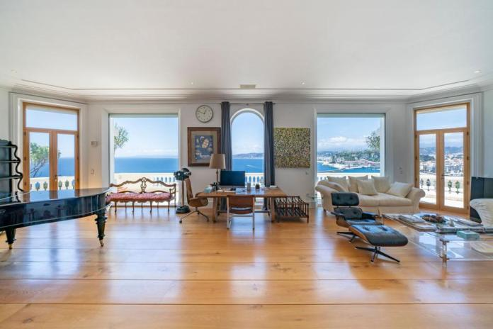 Reception room with wide sea view
